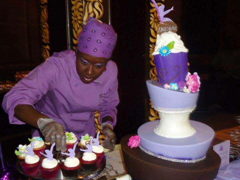 Thalia Pericles preparing her cupcake