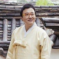 SJ-Lee, Investment Banker